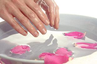 Rankų masažo ir šilto parafino terapijos rankoms dovanų kuponas kaina ir informacija | Laisvalaikio kuponai | pigu.lt