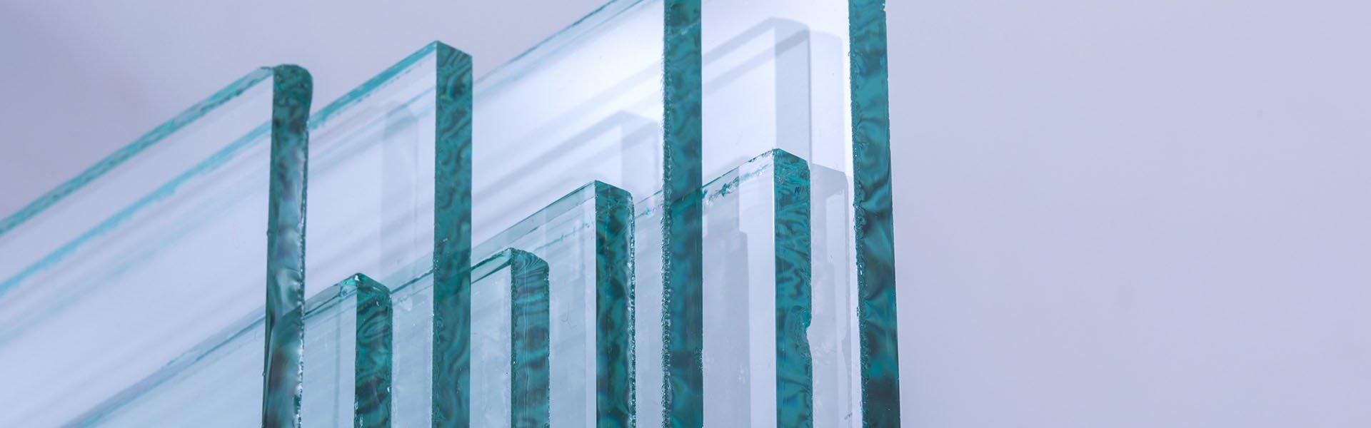 Vitrina NVAZ5, balta                             Stiklas