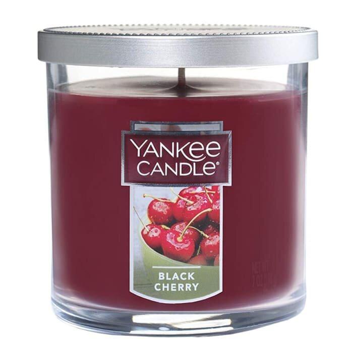 Aromatinė žvakė Yankee Candle Black Cherry, 198 g