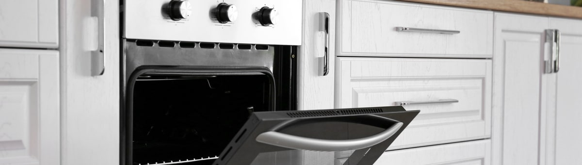 imontuojama elektrine orkaite sviesioje virtuveje